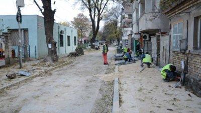 Кметът на общината Иван Портних инспектира дейностите. Снимки Община Варна