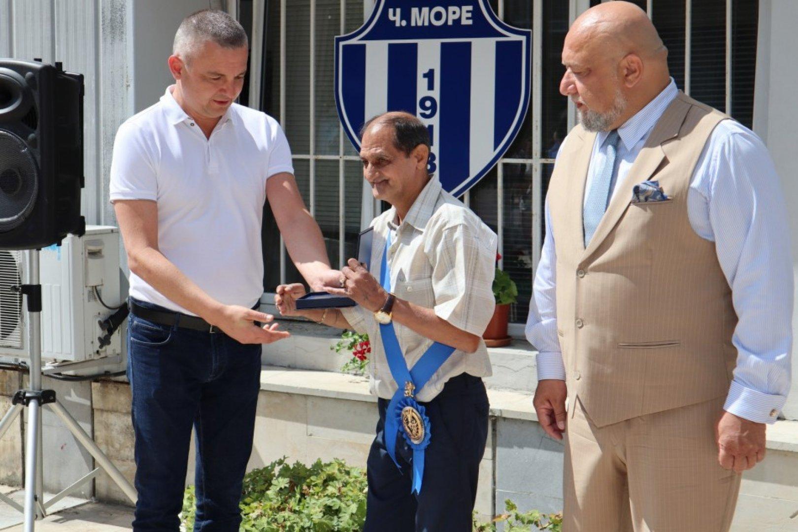 В церемонията участва и министърът на спорта Красен Кралев (вдясно). Снимки Община Варна