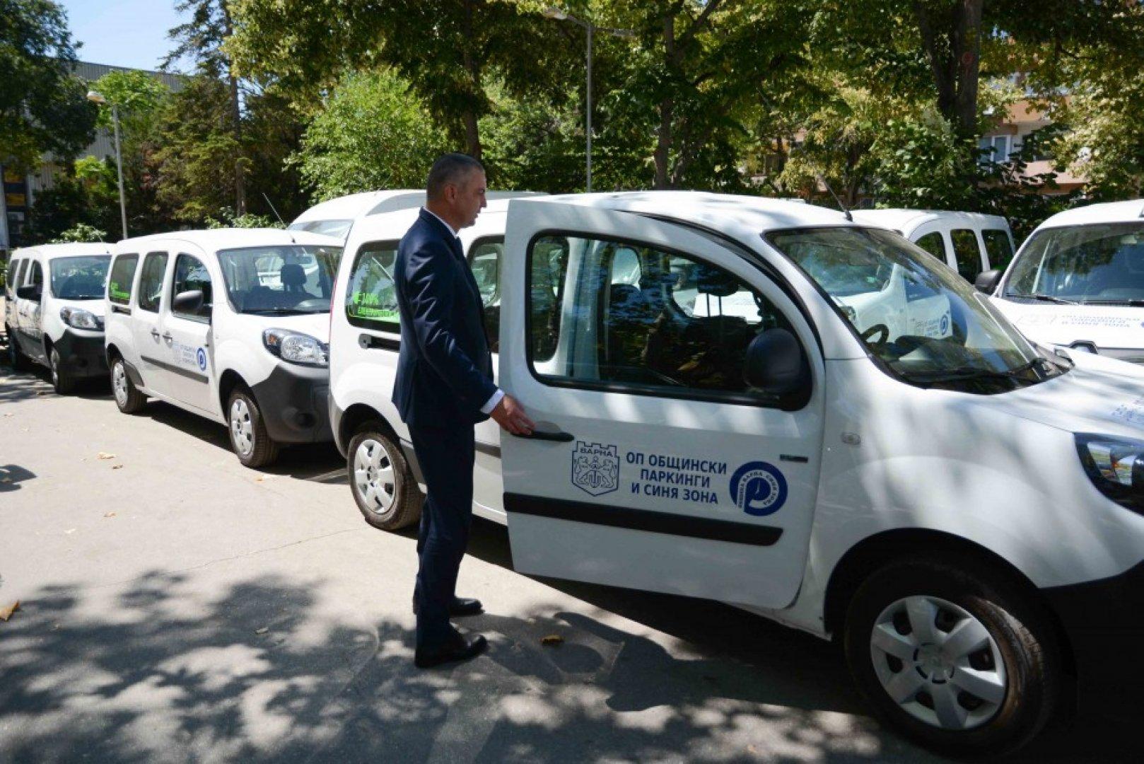 Превозните средства са на стойност 1 072 500 лева,като парите са осигурени от ЕБВР. Снимки Община Варна