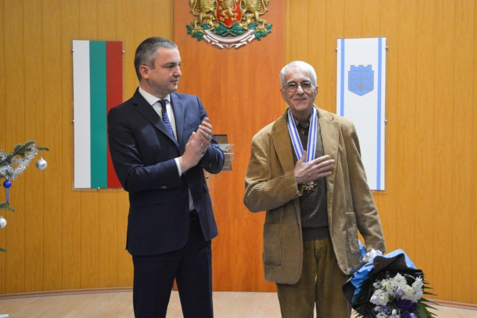Режисьорът Кузман Попов празнува своя 75-и рожден ден. Снимка Пресцентър Община Варна