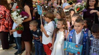 2898 са първокласниците, които прекрачиха прага на училищата във Варна. Снимки Община Варна