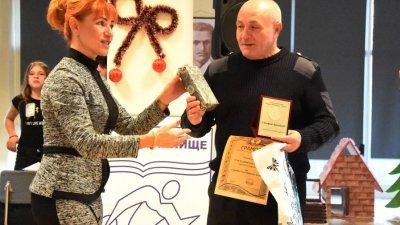 Отличията бяха връчени на специална церемония. Снимки Община Варна