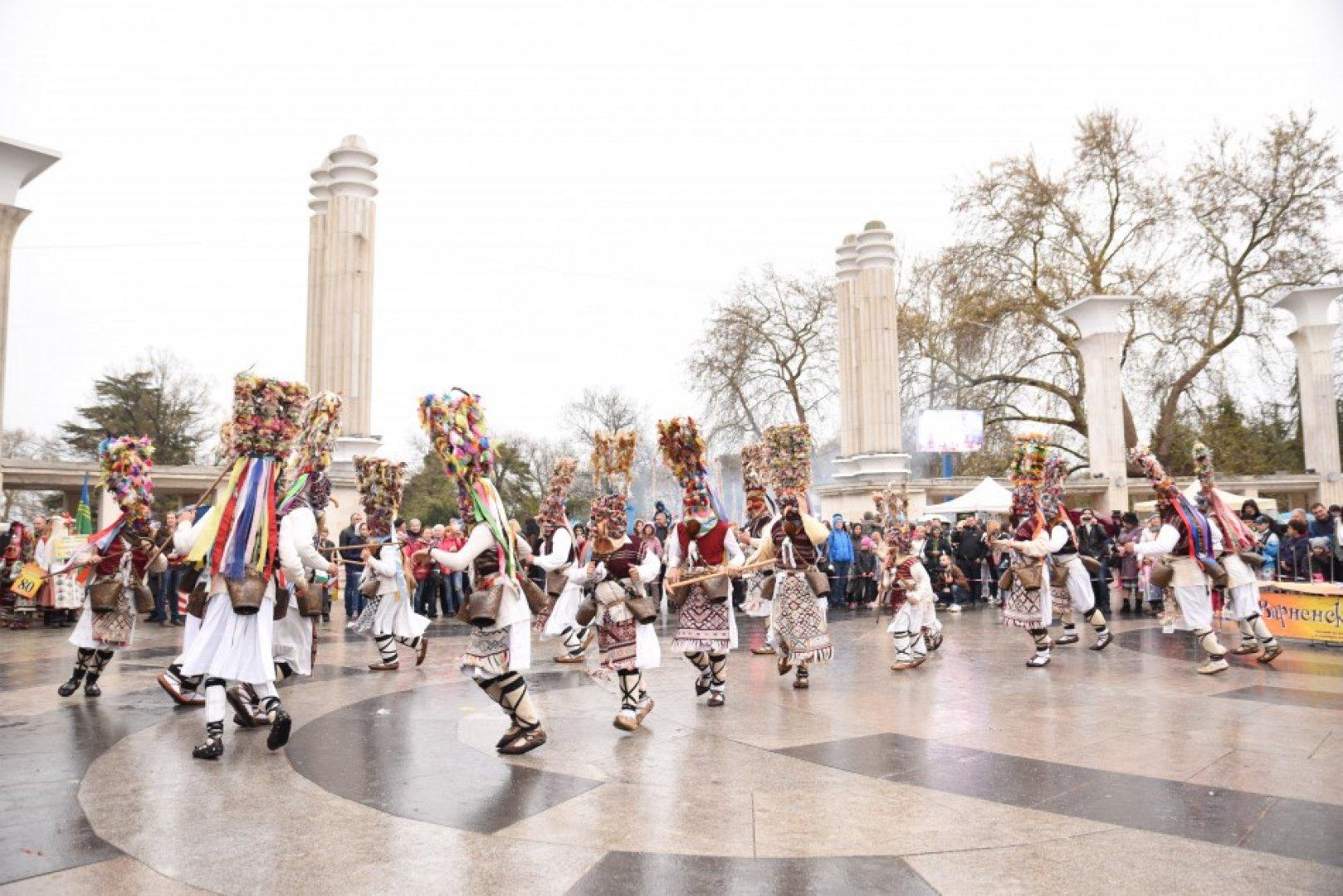 Карнавалът се провежда за пореден път. Снмки Община Варна