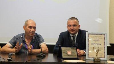 Кметът на Варна Иван Портних (вдясно) поздрави участниците във форума. Снимки Община Варна