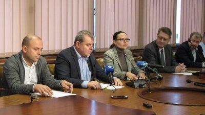 В заседанието участваха представители на почистващите фирми и институции в града. Снимки Община Варна