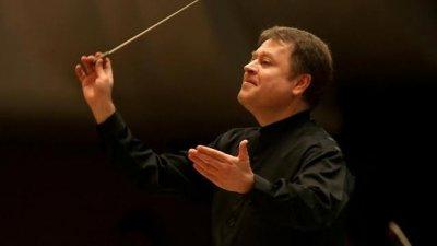Оркестърът ще бъде дирижиран от Марк Кадин
