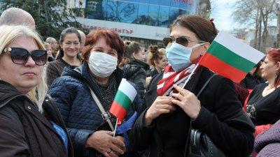 На тържествата за 3-ти март в Бургас някои се появиха на площада в маски. Снимка Архив Черноморие-бг