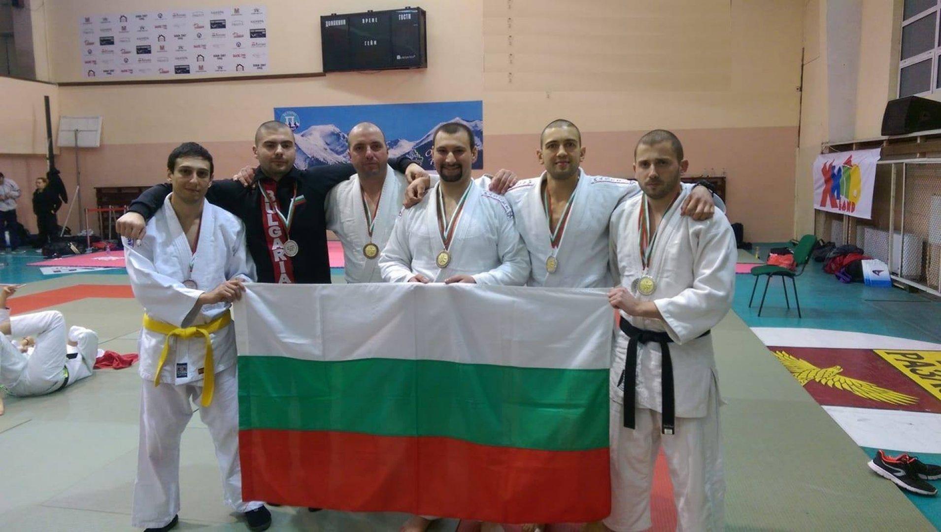 Шестима служители от ОДМВР Бургас бяха част от националния отбор. Снимка Пресцентър