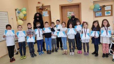 15 ученици от първи клас на СУ Иван Вазов участваха в състезанието