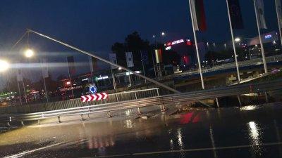 Дъждът нанесе сериозни щети по инфраструктурата във Варна. Снимка Фейсбук